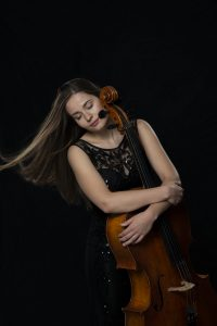 Laura Moinian Cellistin