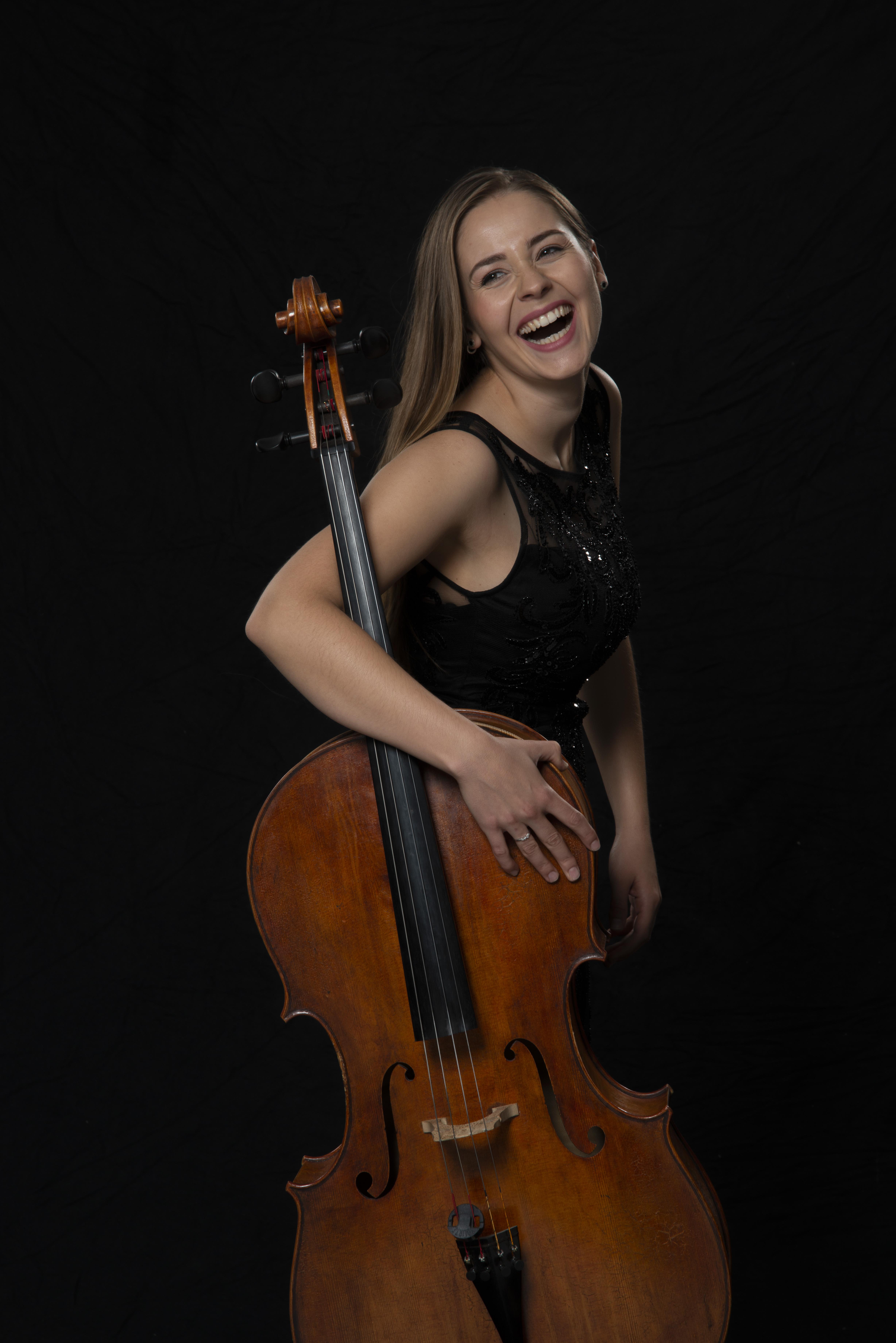Laura Moinian Cellistin